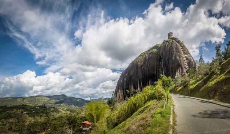 Скала Эль-Пеньон-де-Гуатапе - достопримечательности Колумбии