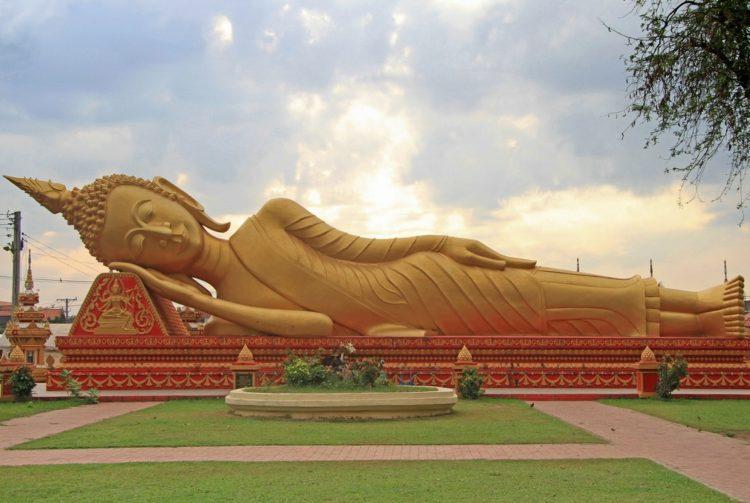 Храм Пха Тхат-Луанг - достопримечательности Лаоса