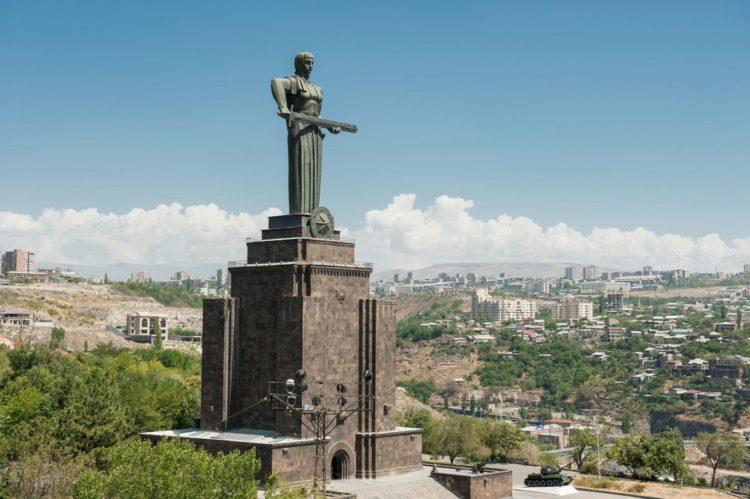 Монумент «Мать Армения» - достопримечательности Еревана