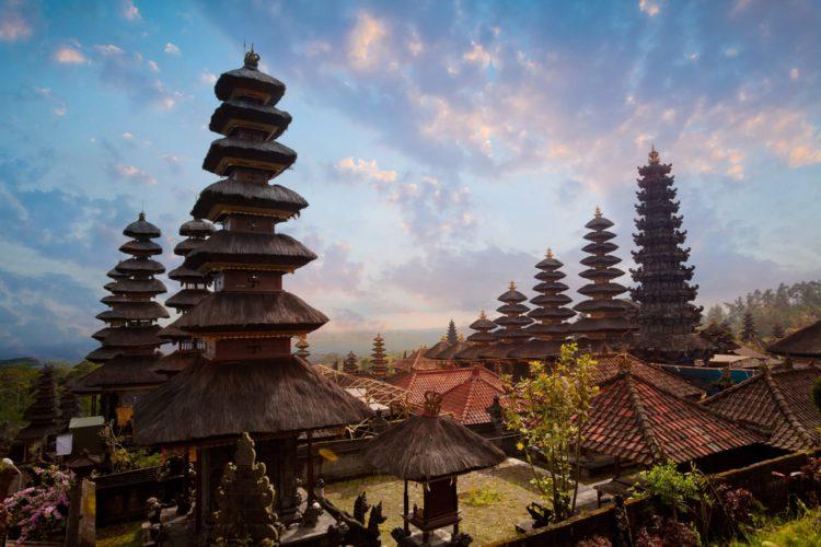 Храм Пура Бесаких - достопримечательности Бали Бали все об бали бали отдых Достопримечательности Бали, что посмотреть на острове или наш ТОП-10 самых интересных мест 10 The Pura Besakih Temple e1526691902861