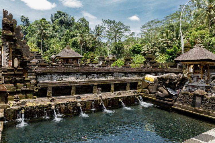 Храм Тирта Эмпул - достопримечательности Бали Бали все об бали бали отдых Достопримечательности Бали, что посмотреть на острове или наш ТОП-10 самых интересных мест 14 Pura Tirta Empul e1526692027133