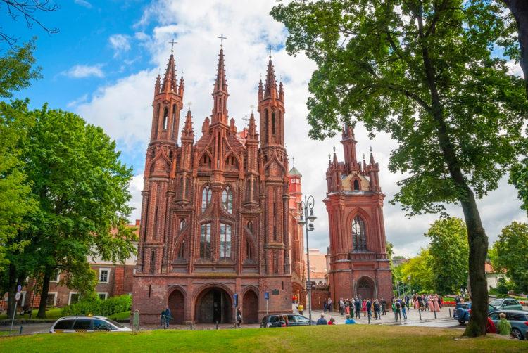 Храм Святой Анны и Бернардинский костёл - достопримечательности Вильнюса