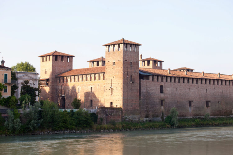 Замок Кастельвеккьо - достопримечательности Вероны