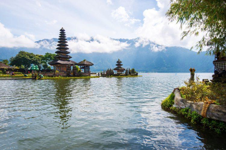 Озеро Братан и храм Пура Улун Дану - достопримечательности Бали