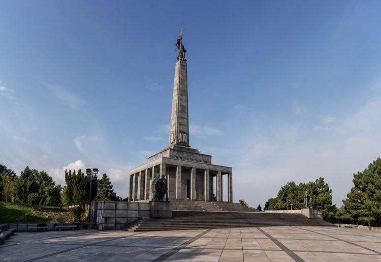 Мемориальный комплекс Славин - достопримечательности Братиславы