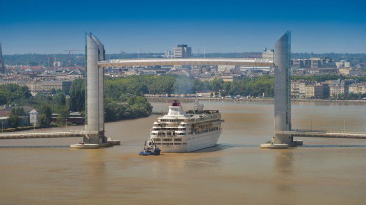 Мост Жака Шабана-Дельма - длстопримечательности Бордо