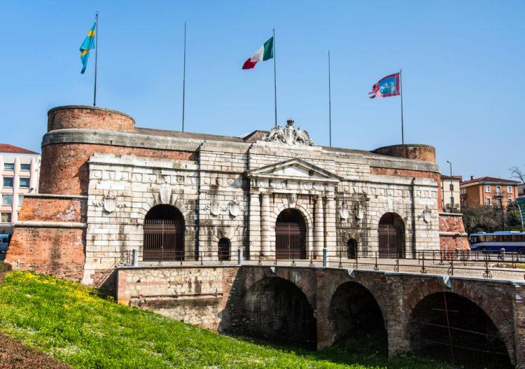 Порта-Нуова - достопримечательности Вероны