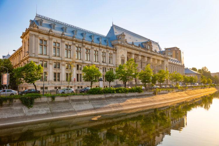 Дворец правосудия - достопримечательности Бухареста