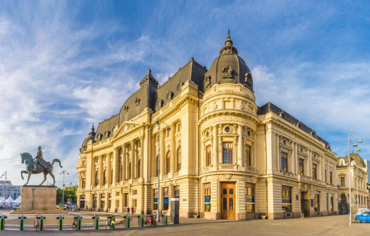 Центральная библиотека университета - достопримечательности Бухареста
