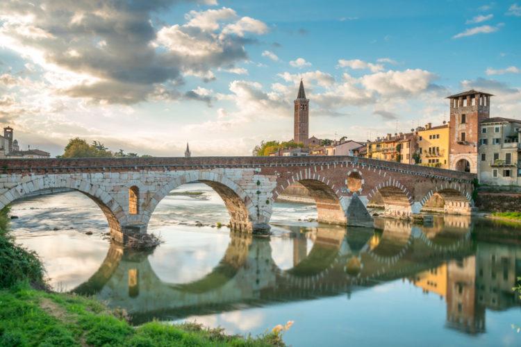 Мост Понте Пьетра - достопримечательности Вероны