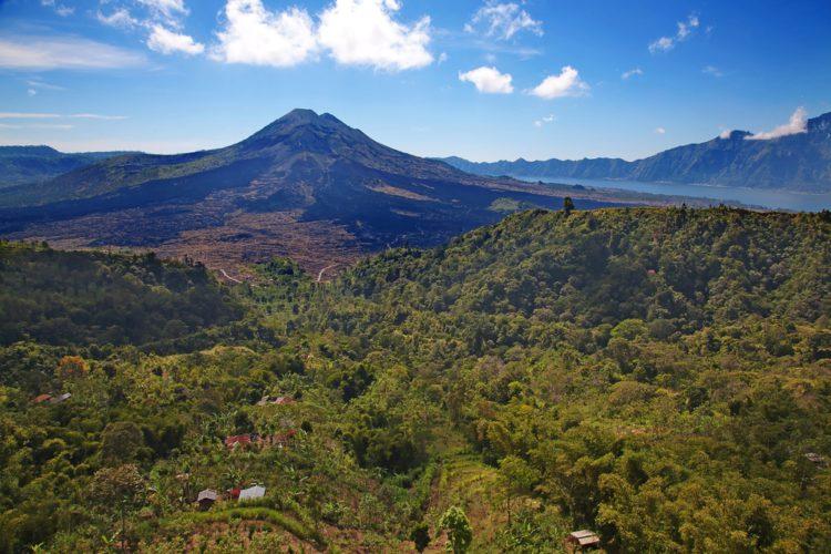 Вулкан Батур - достопримечательности Бали Бали все об бали бали отдых Достопримечательности Бали, что посмотреть на острове или наш ТОП-10 самых интересных мест 22 The Batur Volcano e1526692313879
