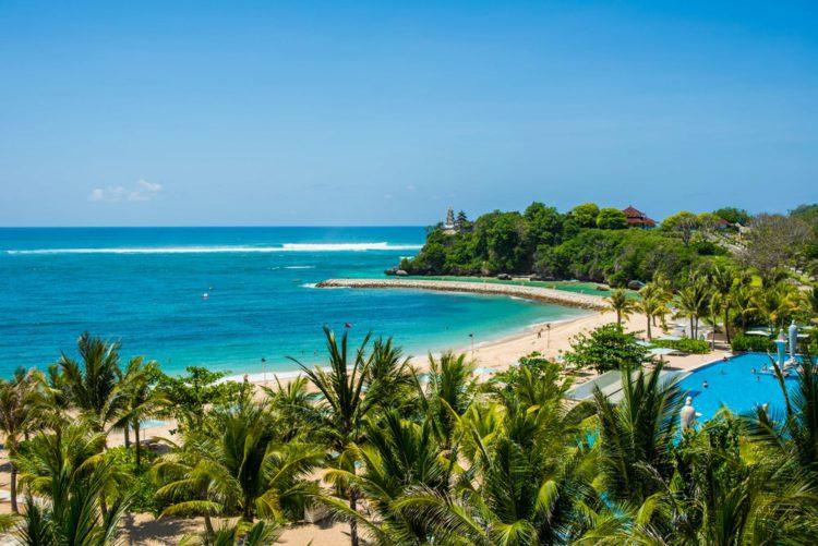 Пляж Нуса Дуа - достопримечательности Бали Бали все об бали бали отдых Достопримечательности Бали, что посмотреть на острове или наш ТОП-10 самых интересных мест 28 Nusa Dua beach e1526692549382