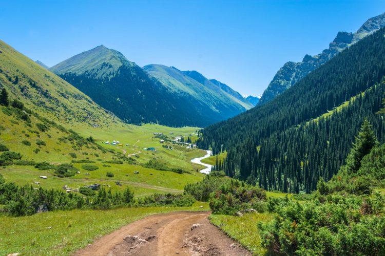 Ущелье Алтын Арашан - достопримечательности Киргизии