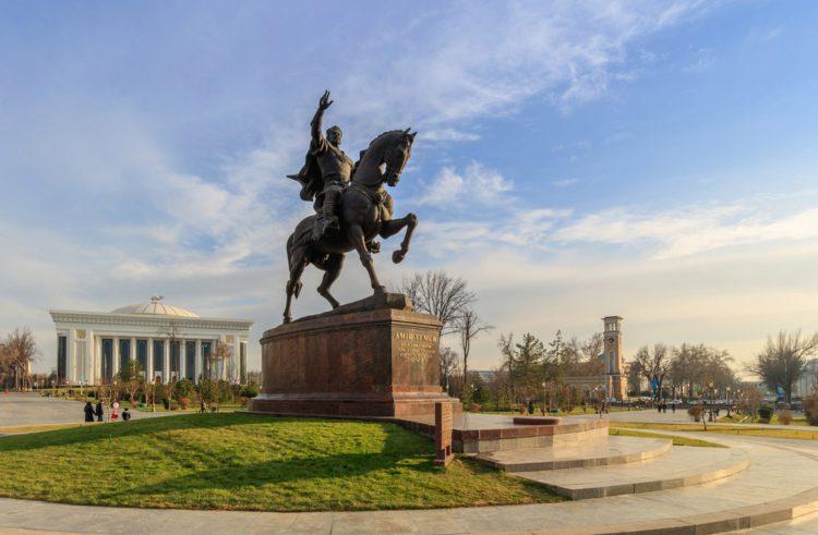 Сквер Амира Темура - достопримечательности Узбекистана