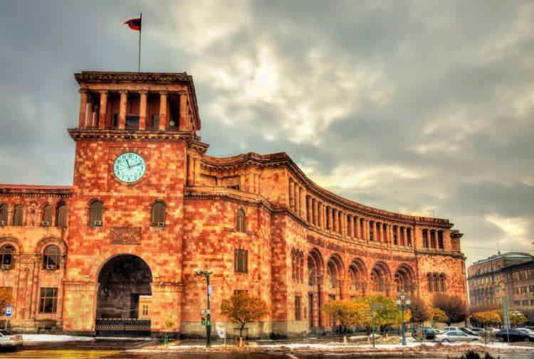 Здание правительства Армении - достопримечательности Еревана