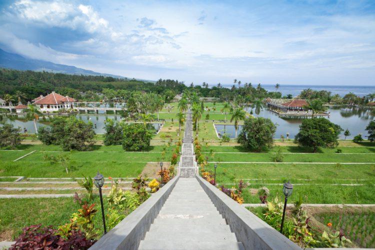 Водный дворец Уджунг - достопримечательности Бали Бали все об бали бали отдых Достопримечательности Бали, что посмотреть на острове или наш ТОП-10 самых интересных мест 4 Ujung Water Palace e1526691765803