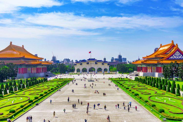 Мемориальный зал Чан Кайши - достопримечательности Тайваня