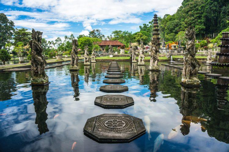 Водный дворец Тирта Гангга - достопримечательности Бали Бали все об бали бали отдых Достопримечательности Бали, что посмотреть на острове или наш ТОП-10 самых интересных мест 5 Tirta Gangga Water Palace e1526691817264