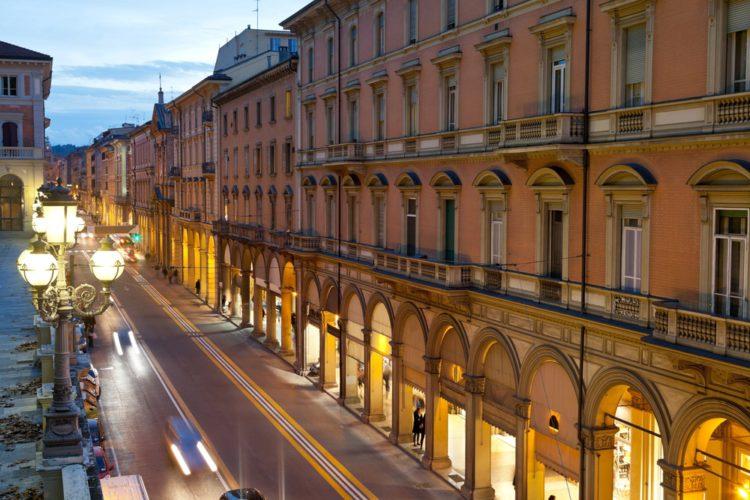 Улица Независимости - достопримечательности Болоньи