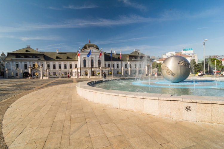 Дворец Грассалковичей - достопримечательности Братиславы