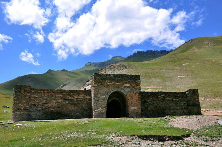 Караван-сарай Таш-Рабат - достопримечательности Киргизии