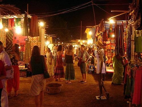 Ночной рынок в Арпоре - достопримечательности Гоа