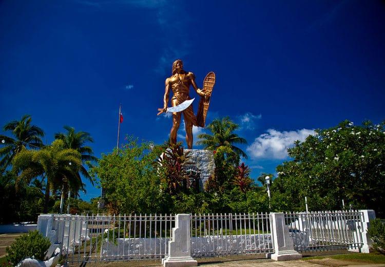 Могила Магеллана и памятник Лапу-Лапу - достопримечательности Филиппин