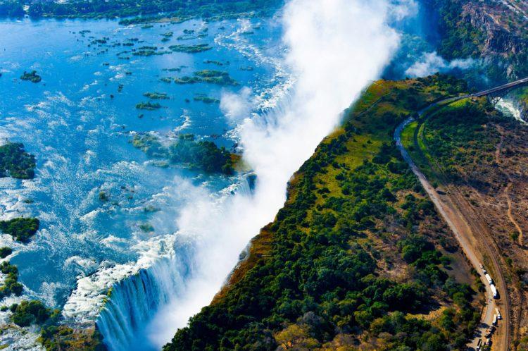 Водопад Виктория на реке Замбези, граница Замбии и Зимбабве