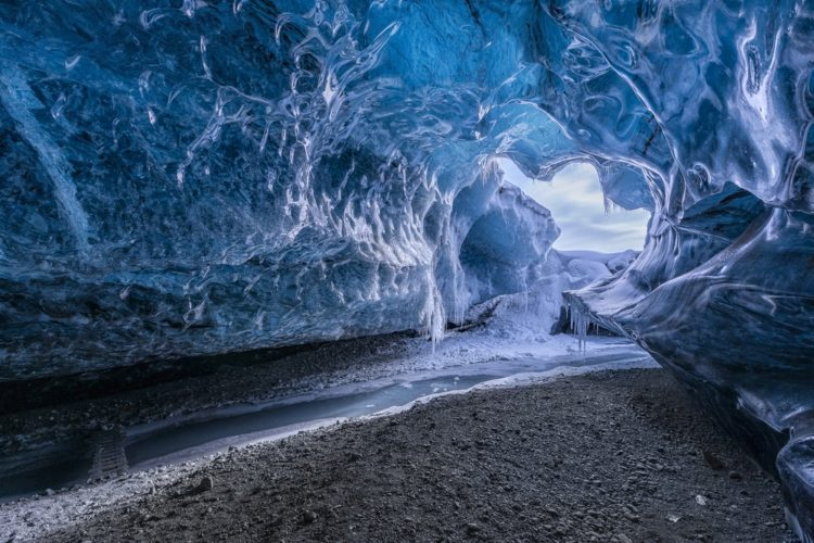 Самые красивые места земли - пещеры ледника Ватнайёкюдль, Исландия