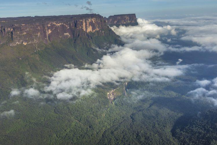 Самые красивые места мира - гора Рорайма в Венесуэле, в Бразилии, в Гайане