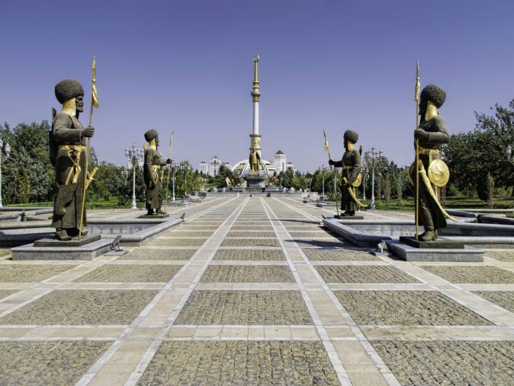 Монумент Независимости Туркменистана - достопримечательности Туркмении