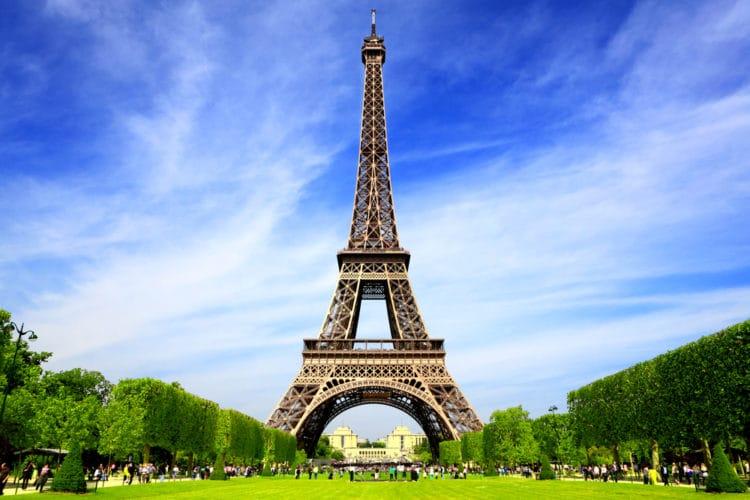 Эйфелева башня - достопримечательности Парижа