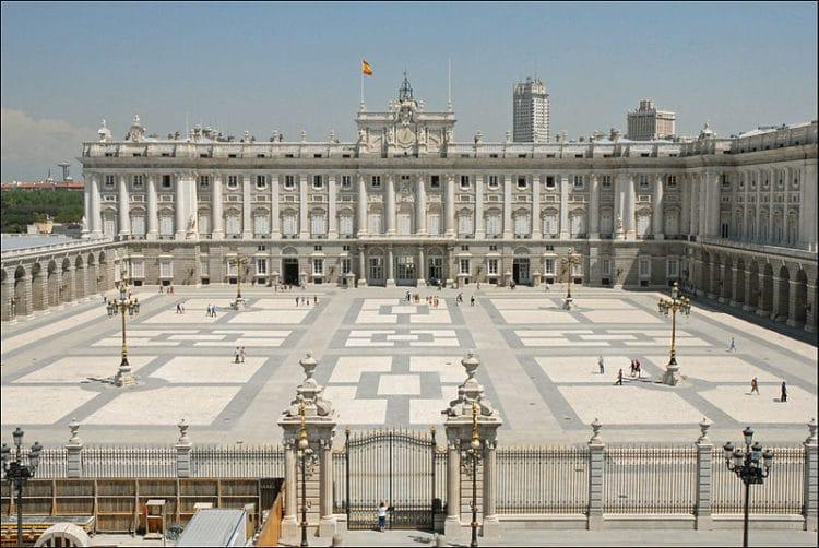 Королевский дворец - достопримечательности Мадрида