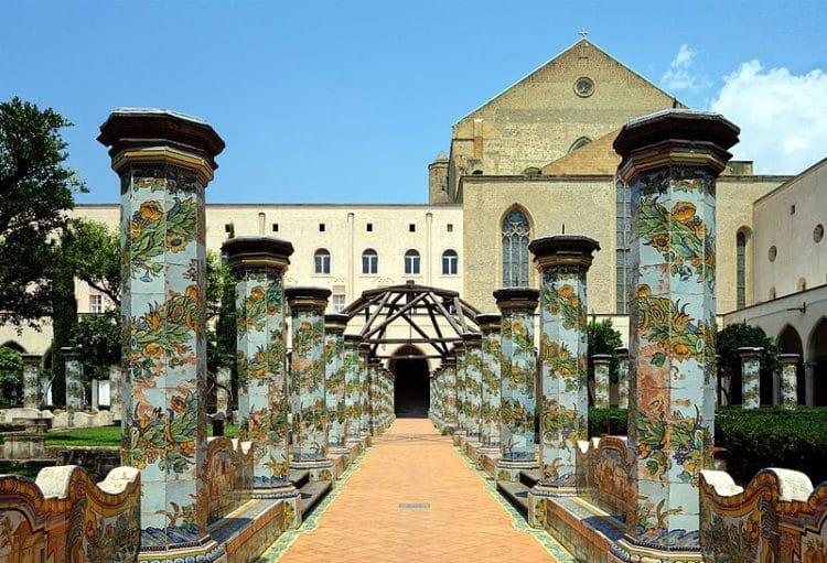 Религиозный комплекс Санта-Кьяра - достопримечательности Неаполя