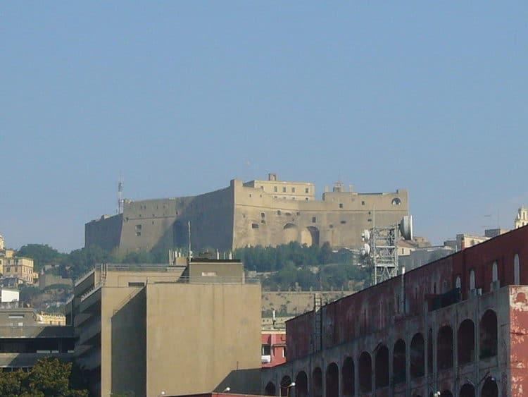 Замок Сант-Эльмо - достопримечательности Неаполя
