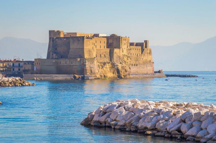 Замок Кастель-дель-Ово - достопримечательности Неаполя