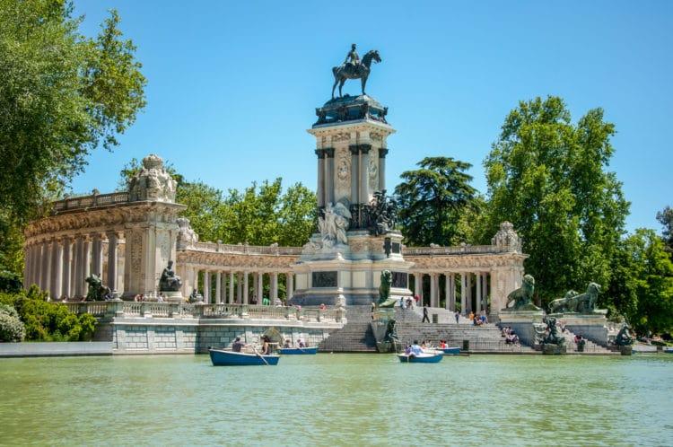 Парк Буэн-Ретиро - достопримечательности Мадрида