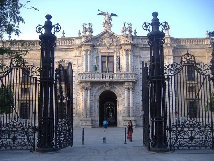 Королевская табачная фабрика - достопримечательности Севильи