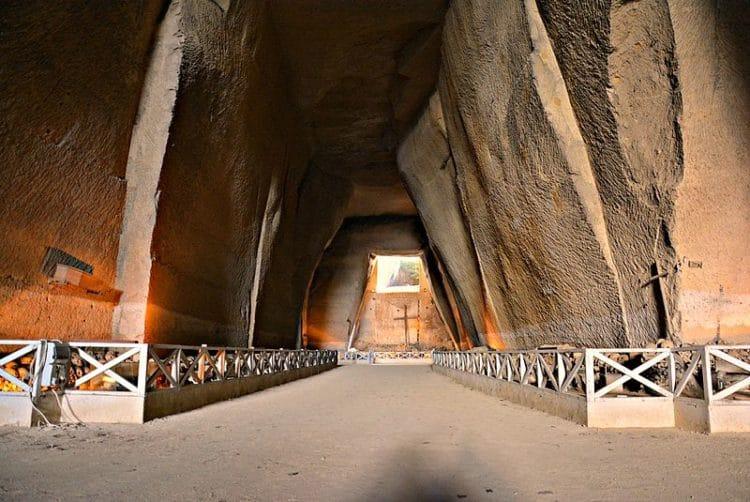 Кладбище Фонтанелле - достопримечательности Неаполя