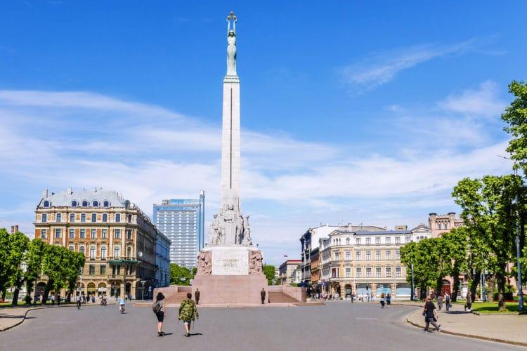Памятник Свободы - достопримечательности Риги