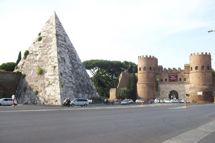 Пирамида Цестия - Что посмотреть в Риме