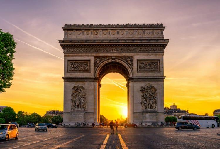 Триумфальная арка - достопримечательности Парижа