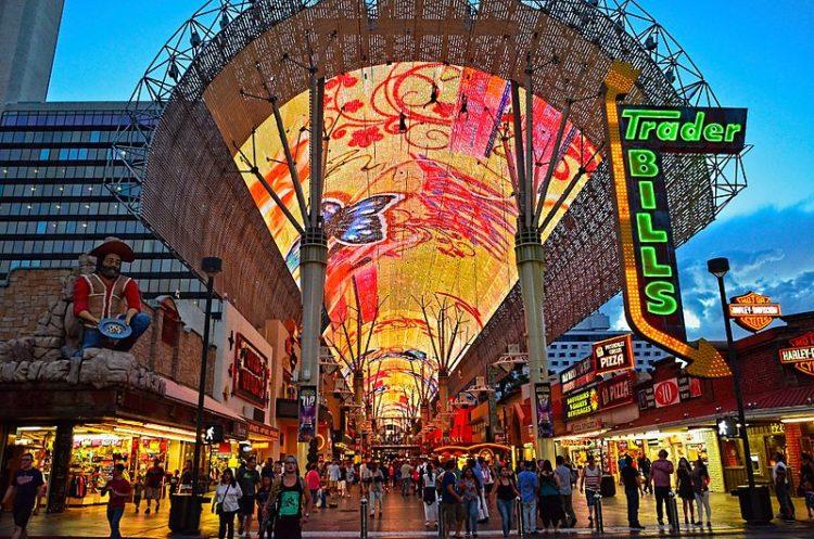 Видеоэкран Фримонт-стрит Экспириенс - достопримечательности Лас-Вегаса