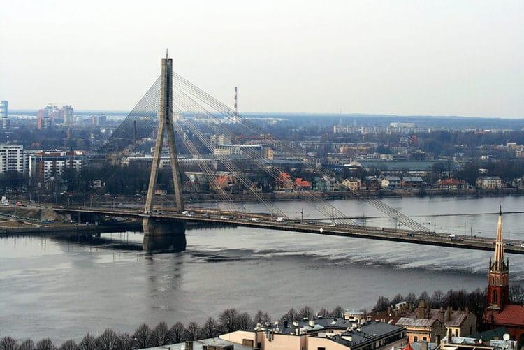 Вантовый мост через Даугаву - Что посмотреть в Риге