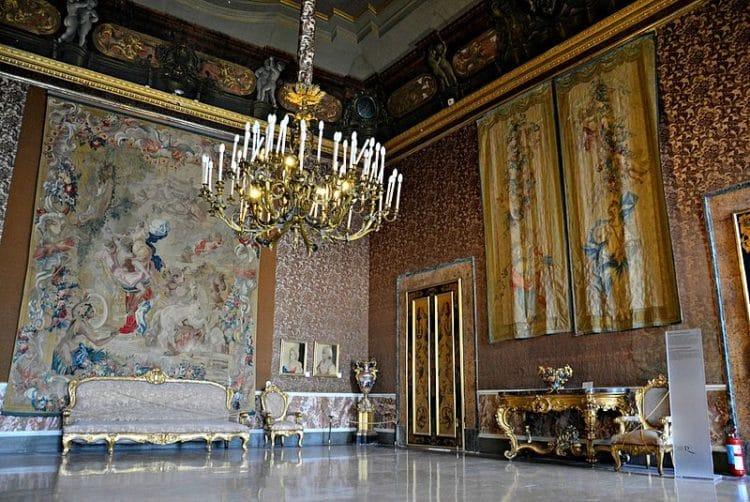 Королевский дворец - достопримечательности Неаполя