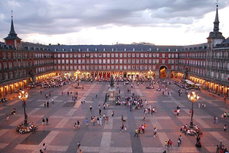 Площадь Пласа-Майор - достопримечательности Мадрида