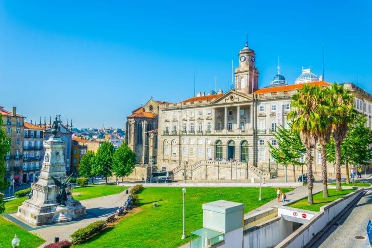 Дворец Биржи - достопримечательности Порту