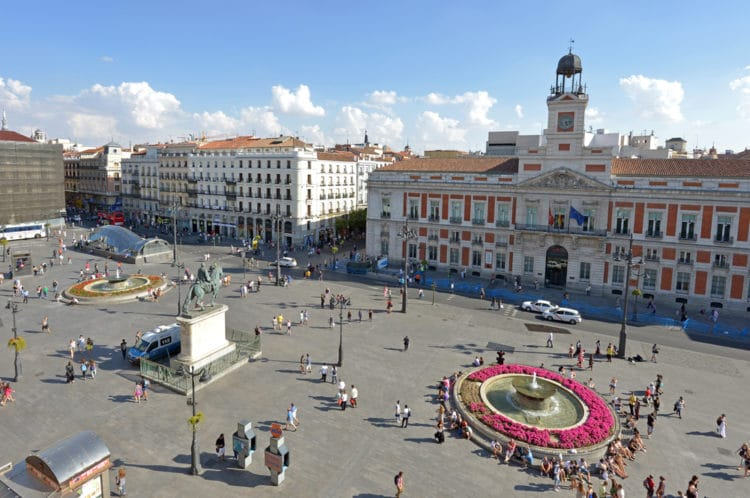 Площадь Пуэрта-дель-Соль - достопримечательности Мадрида
