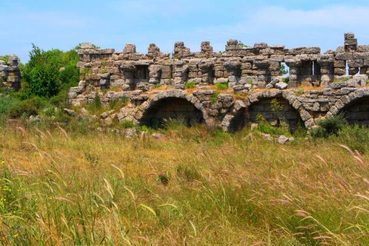 Древнеримский акведук - достопримечательности Сиде