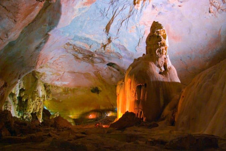 Мраморная пещера - достопримечательности Крыма
